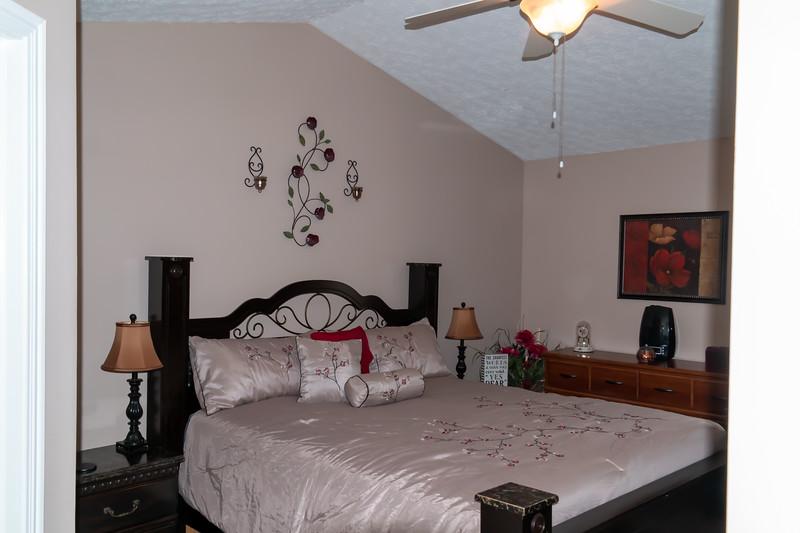 bedroom 2 (5).jpg