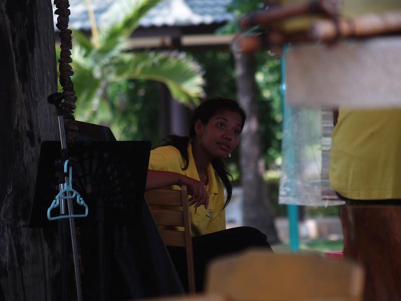 Vår faste kelner på Southern Lanta. --- Our waitress at Southern Lanta. (Foto: Geir)