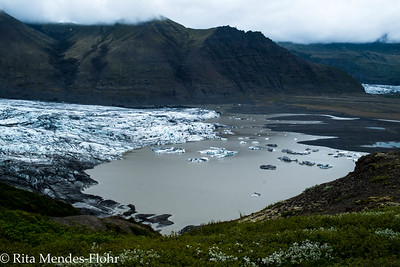 Skaftafell: climbing a mountain between two glaciers