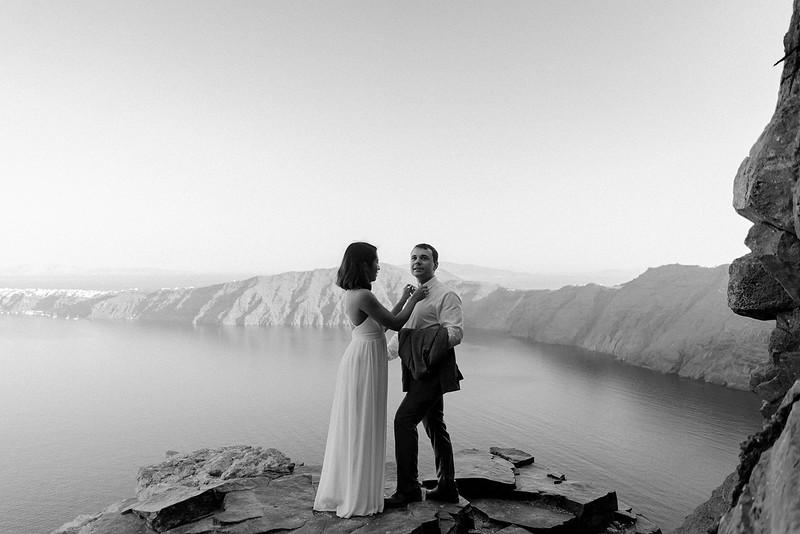 Tu-Nguyen-Destination-Wedding-Photographer-Santorini-Elopement-Alex-Diana-265.jpg