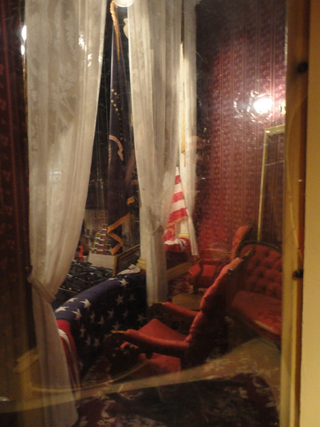 provides a close-up view of Lincoln's box interior ...