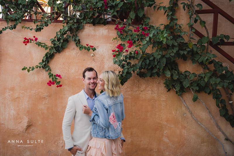 Honeymoon-photographer-Santorini-02.jpg