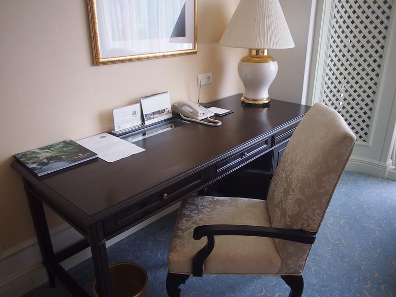 P8318262-desk.JPG