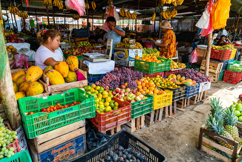 Nazca, Peru - January 25, 2016 : Peruvian People Buy And Sell Fruits In The Market At Nazca, Peru