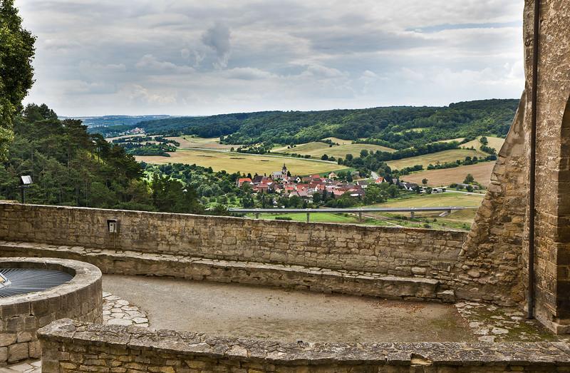Freyburg, Schloss Neuenburg. Blick nach Süden auf Nißmitz im Unstruttal