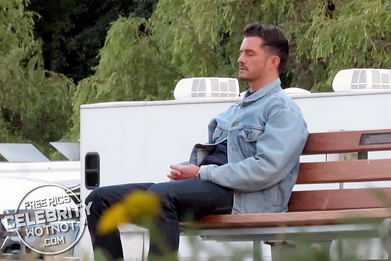 Orlando Bloom Shoots Needle In A Timestack And Takes A Quick Nap!