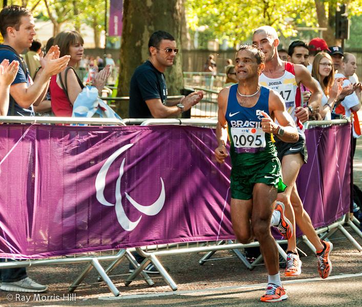 Tito Sena (BRA) holds off Abderrahman Ait Khamouch (ESP) to win Gold in the Men's Marathon T46.