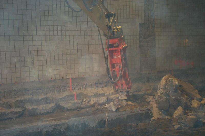 NPK E204 hydraulic hammer- breaking foundation.jpg