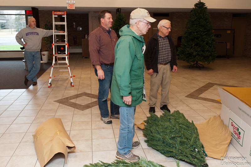 20121217 KofC Christmas Tree Setup-6265.jpg