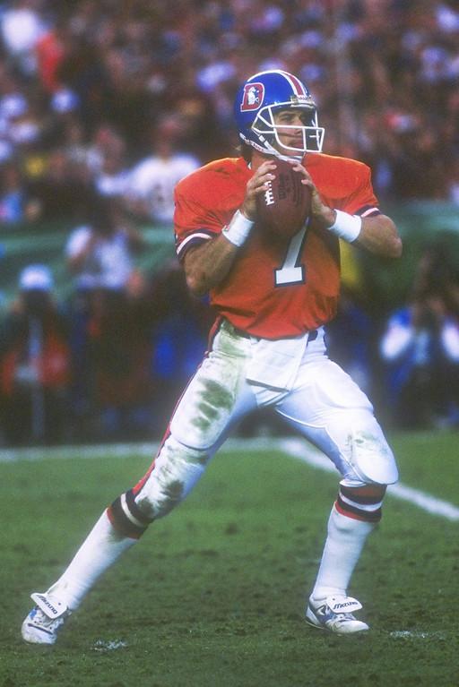 . Quarterback John Elway of the Denver Broncos is ready to throw the ball during Super Bowl  XXII against the Washington Redskins at Jack Murphy Stadium in San Diego, California.   Rick Stewart/Allsport