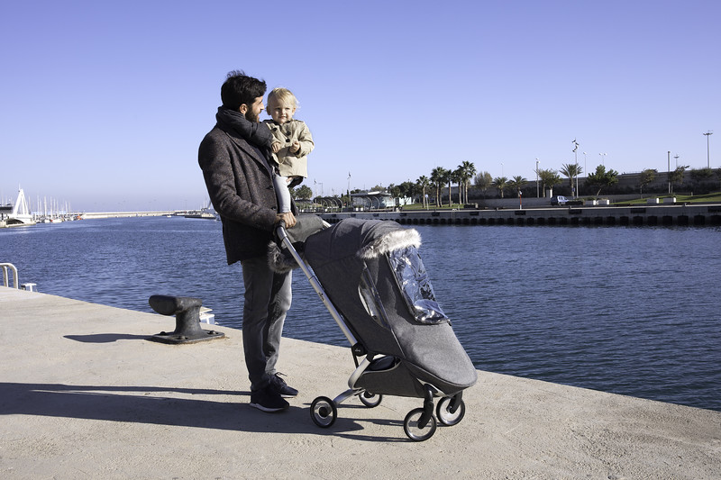 Mima_Zigi_Lifestyle_Charcoal_Dad_And_Baby_At_Harbour_Winter_Kit.jpg