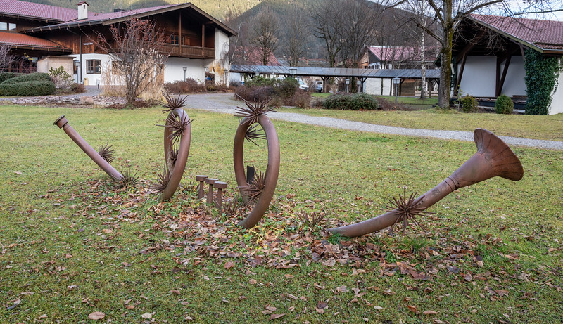 Ammergauer Haus' music-themed lawn ornament