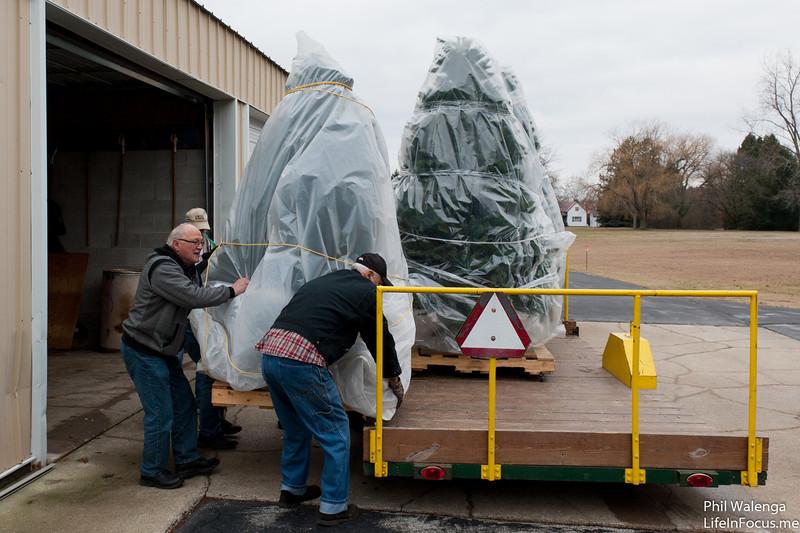 20121217 KofC Christmas Tree Setup-6238.jpg