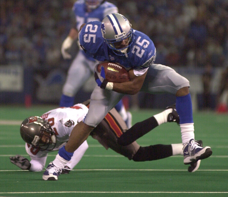 . Detroit Lions running back Lamont Warren gets past Tampa Bay\'s Ronde Barber for a nice gain during the Lions 20-17 loss at the Pontiac Silverdome Sunday.