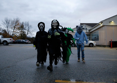 Monument School takes part in Trunk or Treat. 102617