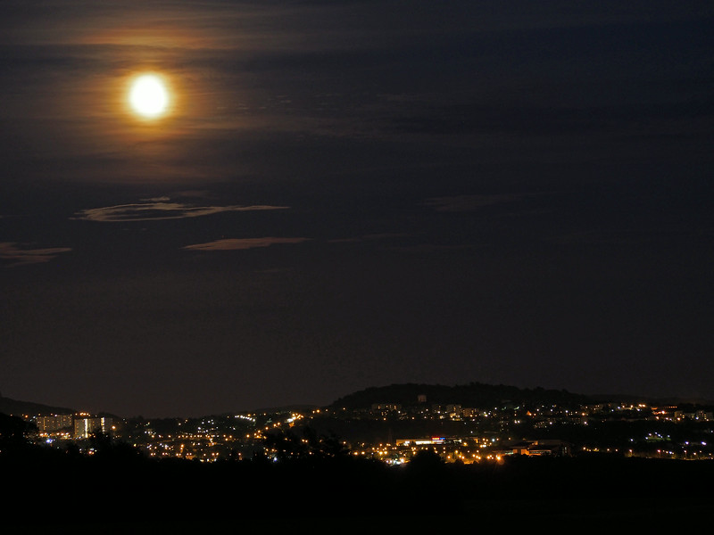 Moon over Dundee. 11.40pm, 15/07/14