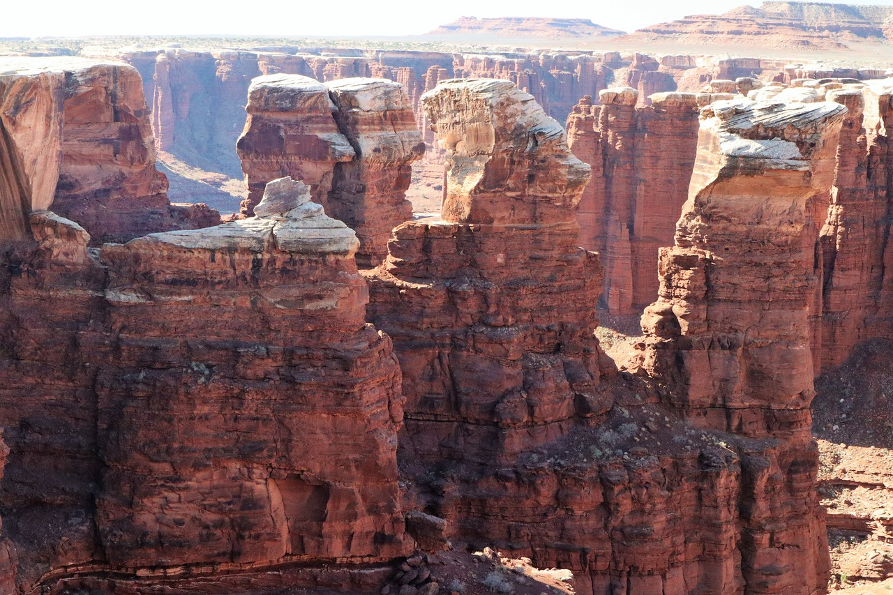 The white layer of the White Rim