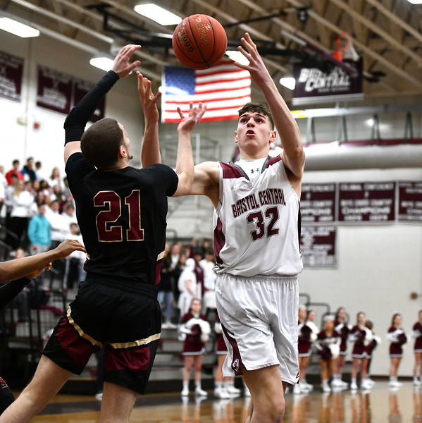 2/27/2020 Mike Orazzi | Staff Bristol Central High School's Donovan Clingan (32) and New Britain's Nyzaiah Diaz  (21) during Thursday night's CCC boys basketball game in Bristol.