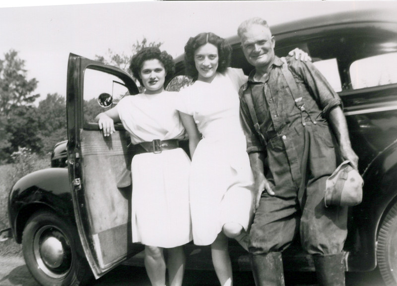 1940s Eileen, Vivian and Tony Konyha.jpeg