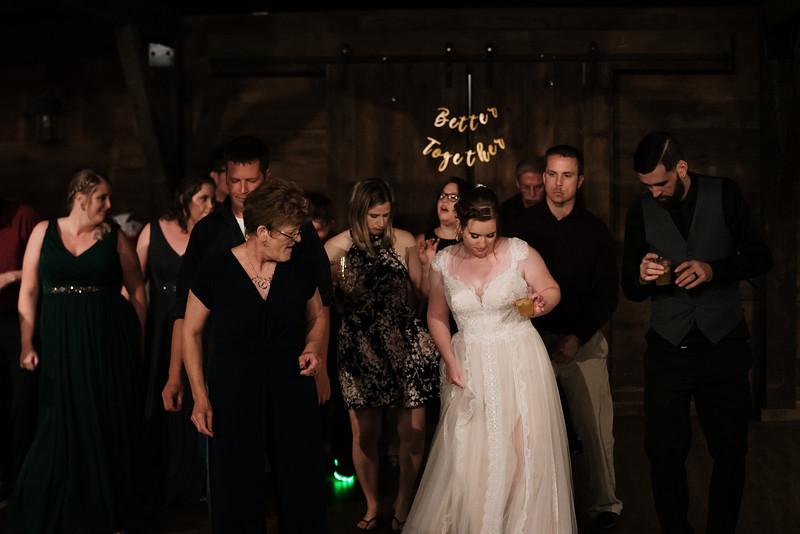 rustic_ohio__fall_barn_wedding-488.jpg