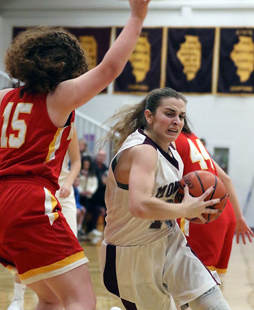 Montini girls basketball vs. Mother McAuley