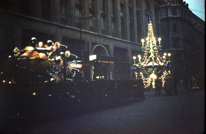 1959-11-15 (26) Xmas decorations in Regent Street.JPG