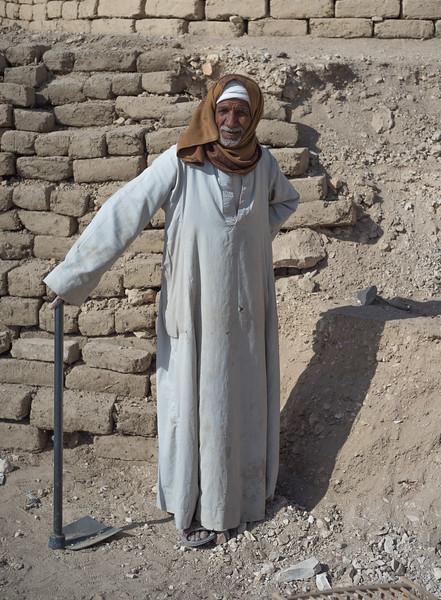 Trabajador en la excavación. http://www.excavacionegipto.com