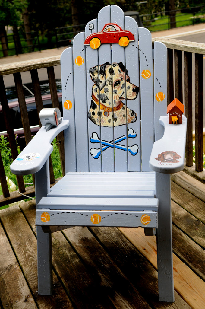 ". ""The Dogs of Coffee Talk\"" chair by Terry Hildebrand sits outside of Coffee Talk in Taylors Falls. (Pioneer Press: Jean Pieri)"