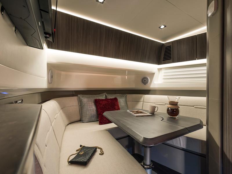 2020-SLX-R-400-e-Outboard-v-berth-table-01.jpg