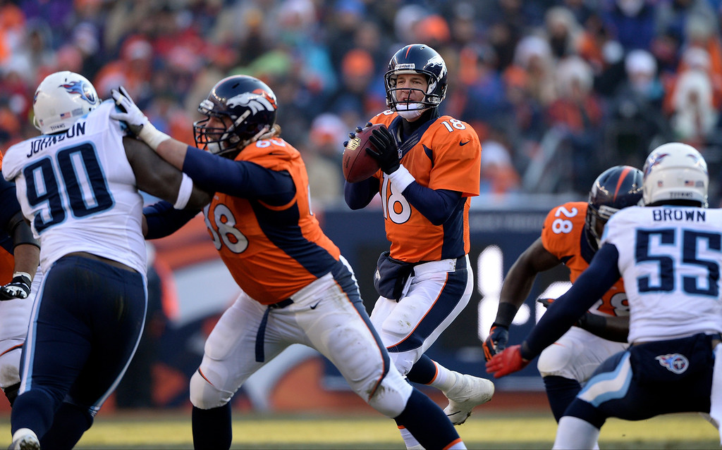 . Denver Broncos quarterback Peyton Manning (18) looks for an open receiver down field during the second quarter.  (Photo by Hyoung Chang/The Denver Post)