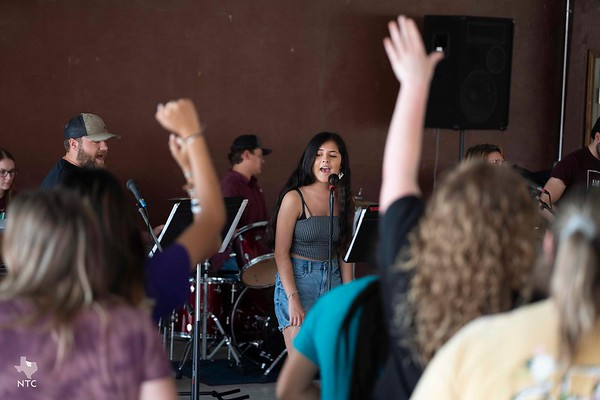 Northwest Deanery resumes Youth and Family Worship Night