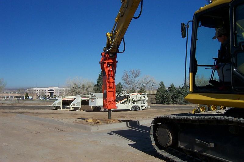 NPK E213 hydraulic hammer on Komatsu excavator (5).jpg