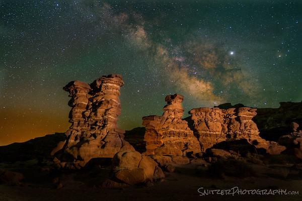 Made from 14 light frames by Starry Landscape Stacker 1.8.0.  Algorithm: Min Horizon Noise