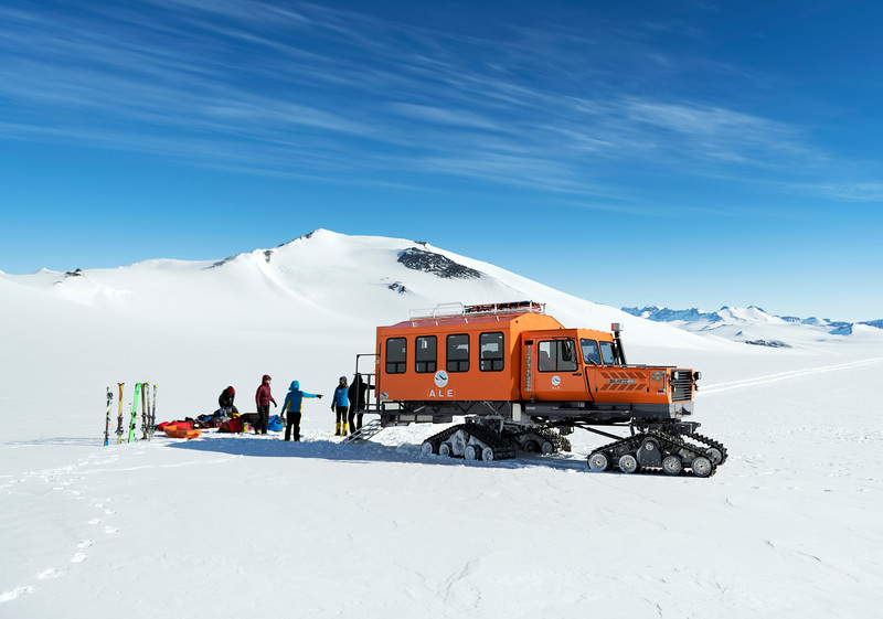 Climb Antarctica Women -1-11-18099356.jpg