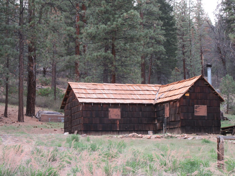 ... the old Ranger Station with the nice new roof (installed by volunteers from Backcountry Horsemen of California?).