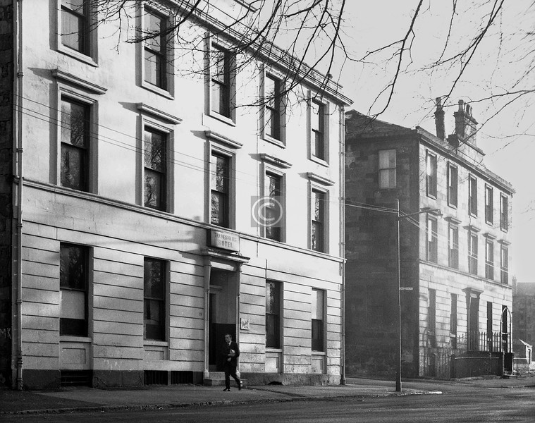 14 Monteith Row.  The Monteith Hotel ('for Tradesmen'). This is the last surviving fragment of the Row.    January 1974
