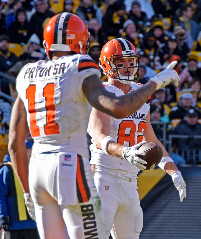 . Cleveland Browns tight end Gary Barnidge (82) celebrates with Terrelle Pryor (11) after catching a pass from quarterback Robert Griffin III for a touchdown during the first half of an NFL football game against the Pittsburgh Steelers in Pittsburgh, Sunday, Jan. 1, 2017. (AP Photo/Don Wright)