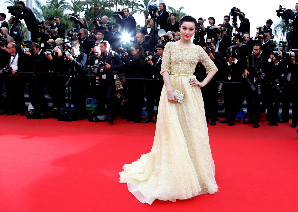 . Actress Fan Bingbing poses on the red carpet as she arrives for the screening of the film \'Jeune & Jolie\' (Young & Beautiful) in competition during the 66th Cannes Film Festival in Cannes May 16, 2013.                    REUTERS/Eric Gaillard