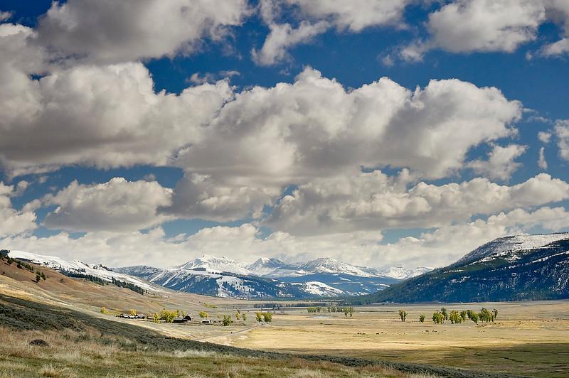 Lamar valley in Yellowstone, stunning scenery