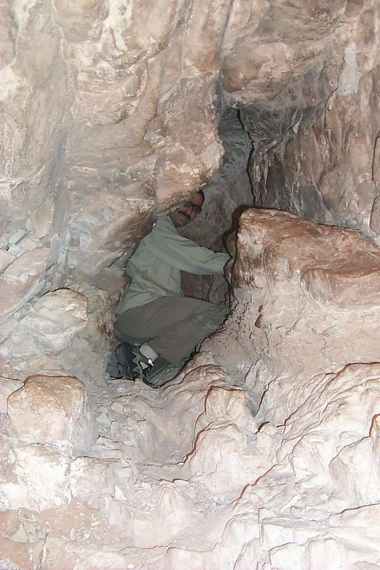 Joel in Cave   (May 28, 1999, 08:56am)