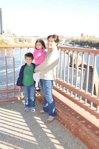 2014-10-25 Stone Arch Bridge 003.JPG