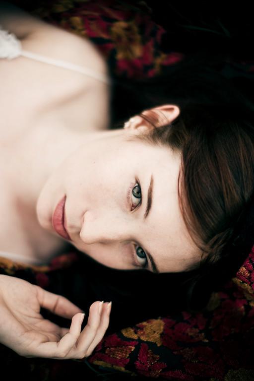 Sarah-lilred-AlexGardner-101010-02