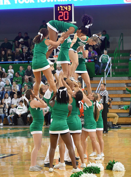 cheerleaders0605.jpg