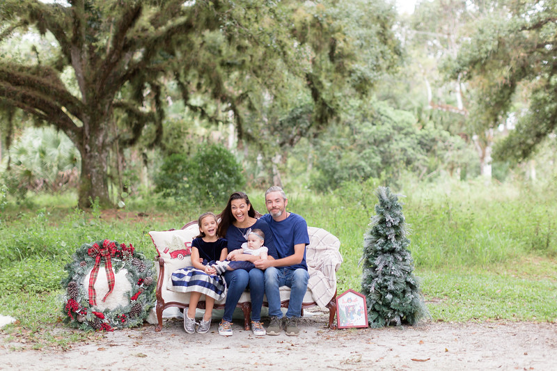 Holiday Minis- Scarth Family-10.jpg