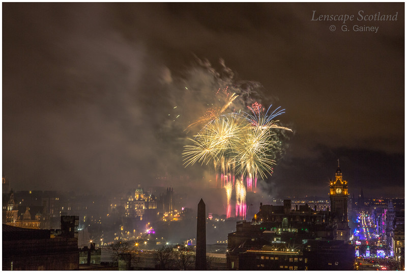Fireworks over Edinburgh Castle from Calton Hill (16)