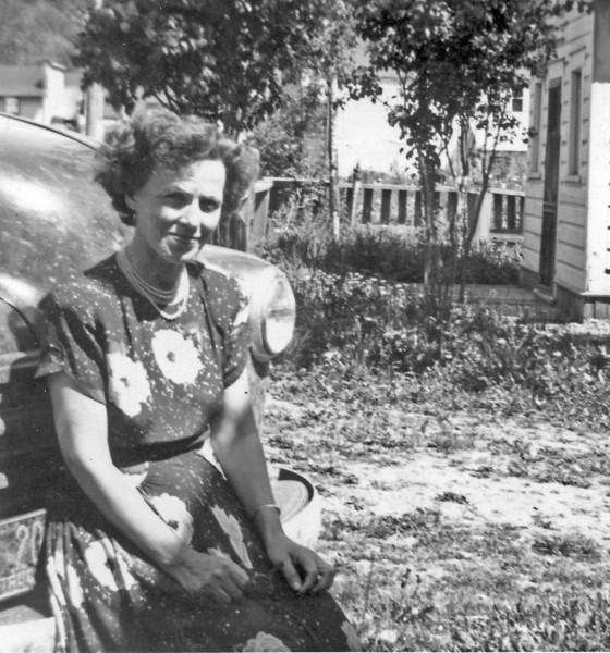 Laura Nelson Schloredt 1948.jpg
