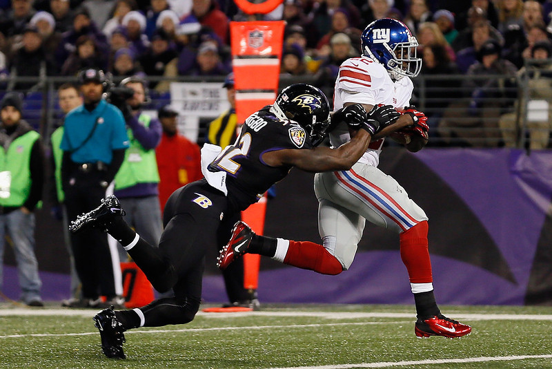 . Running back David Wilson #22 of the New York Giants  rushes for a touchdown while strong safety James Ihedigbo #32 of the Baltimore Ravens tries to tackle him during the second half at M&T Bank Stadium on December 23, 2012 in Baltimore, Maryland.  (Photo by Rob Carr/Getty Images)