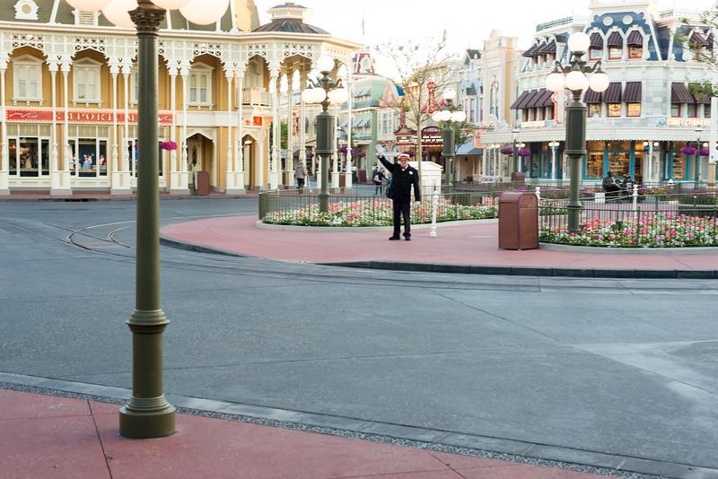 Entering the MK - Magic Kingdom Walt Disney World