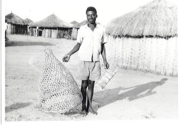 Pescador com cesto