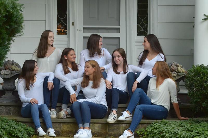 Julia Friend Group Pics - 39 of 308.jpg